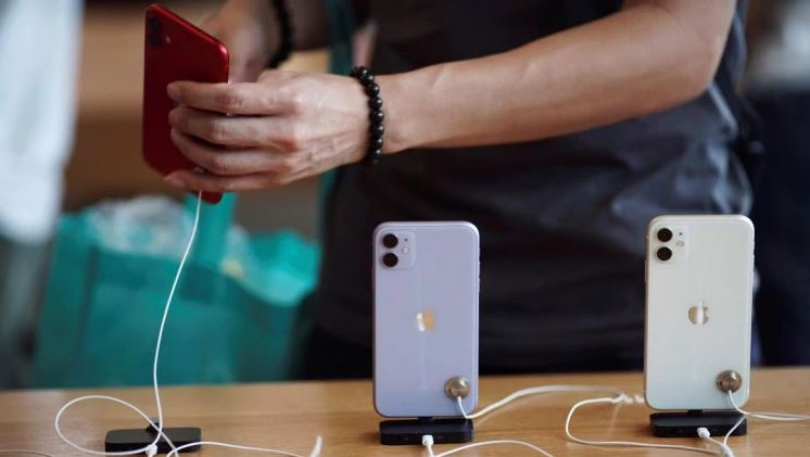 Apple sold more iPhones in India since October 2019, beating OnePlus and Samsung