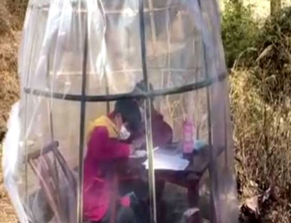 China / woman built anti-coronavirus tent so daughter can study online outside home