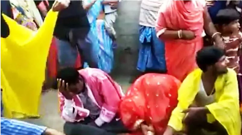 Catch-up marriage The young man was going to show the doctor, kidnapped and got married to the girl, See VIDEO