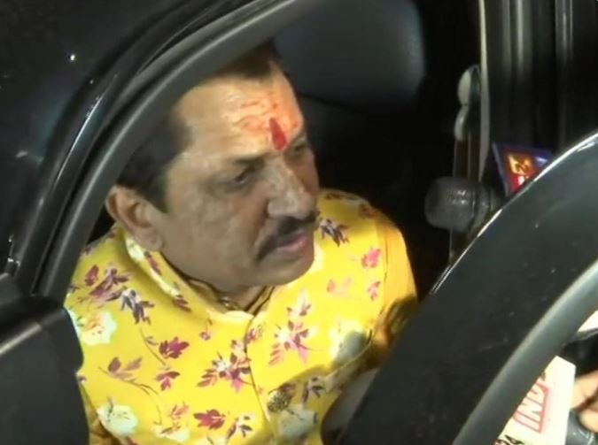 After the resignation of Congress MLA Hardeep Singh Dung in Madhya Pradesh late in the night, BJP MLA Narayan Tripathi met CM Kamal Nath, there is speculation about Tripathi joining Congress.