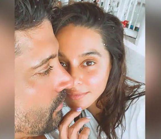 Shibani Dandekar shares romantic photos with Farhan Akhtar amidst Coronavirus lock down, trolled