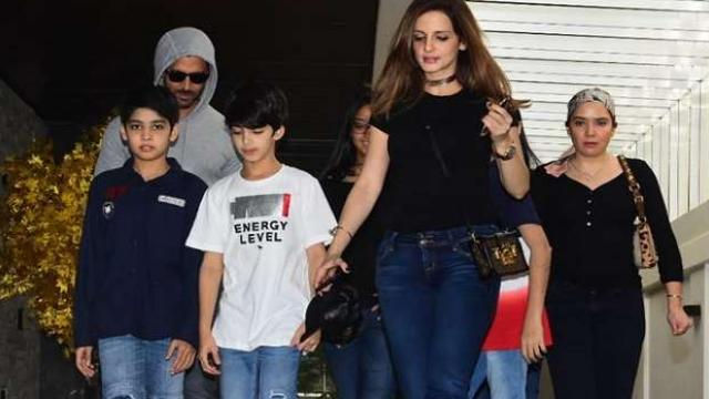 hrithik_roshan_and_his_ex_wife_sussanne_khan_celebrate_their_son_hrehaan_birthday_d_1585480670