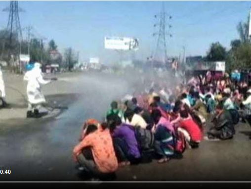 workers were sprayed on the street with sanitizer spray, Priyanka Gandhi said - this inhuman, they have already suffered a lot