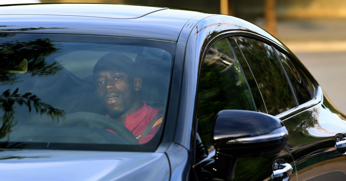 Ousmane Dembele arrives late for Barcelona training amid Man Utd move rumours
