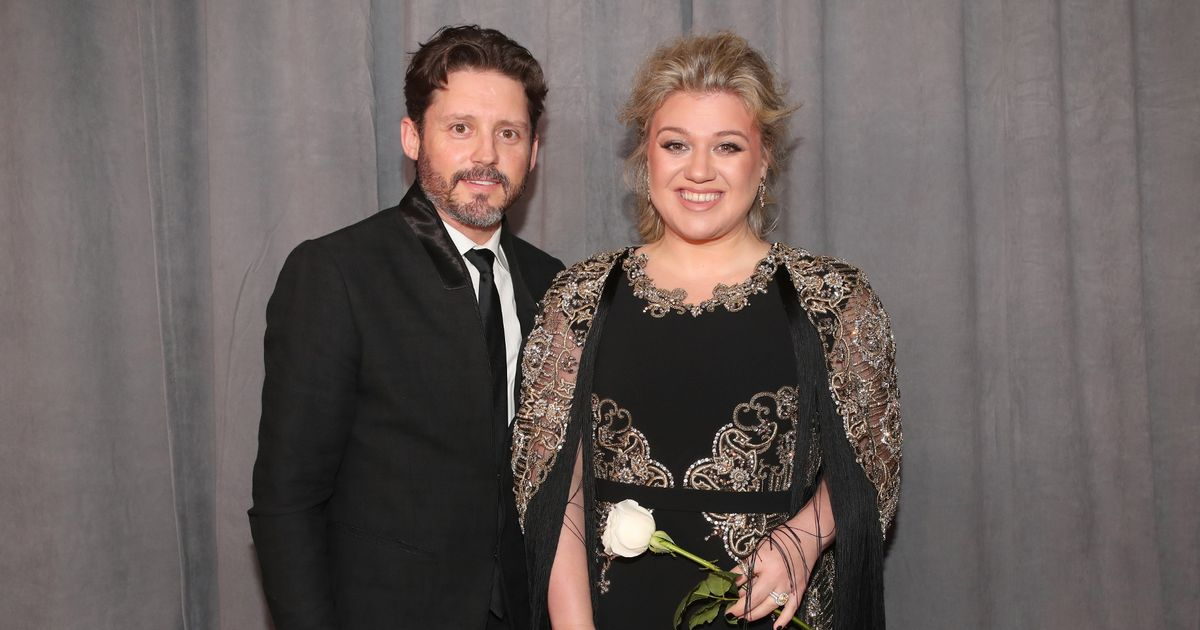 Kelly Clarkson 'sued by former management company for $1.4 million'