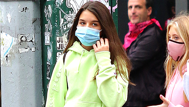 Suri Cruise, 14, Rocks Flared Jeans During Outdoor Study Session With Friends — See Pics