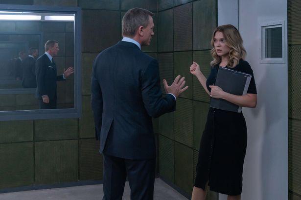 James Bond (Daniel Craig) in discussion with Dr. Madeleine Swann (Léa Seydoux) in NO TIME TO DIE