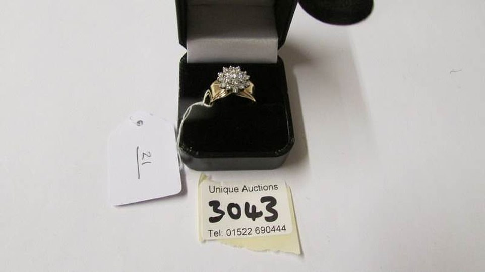 A 14 ct yellow gold diamond ring will be up for auction. The opening price will be £460 and it's expected to get £750 to £850