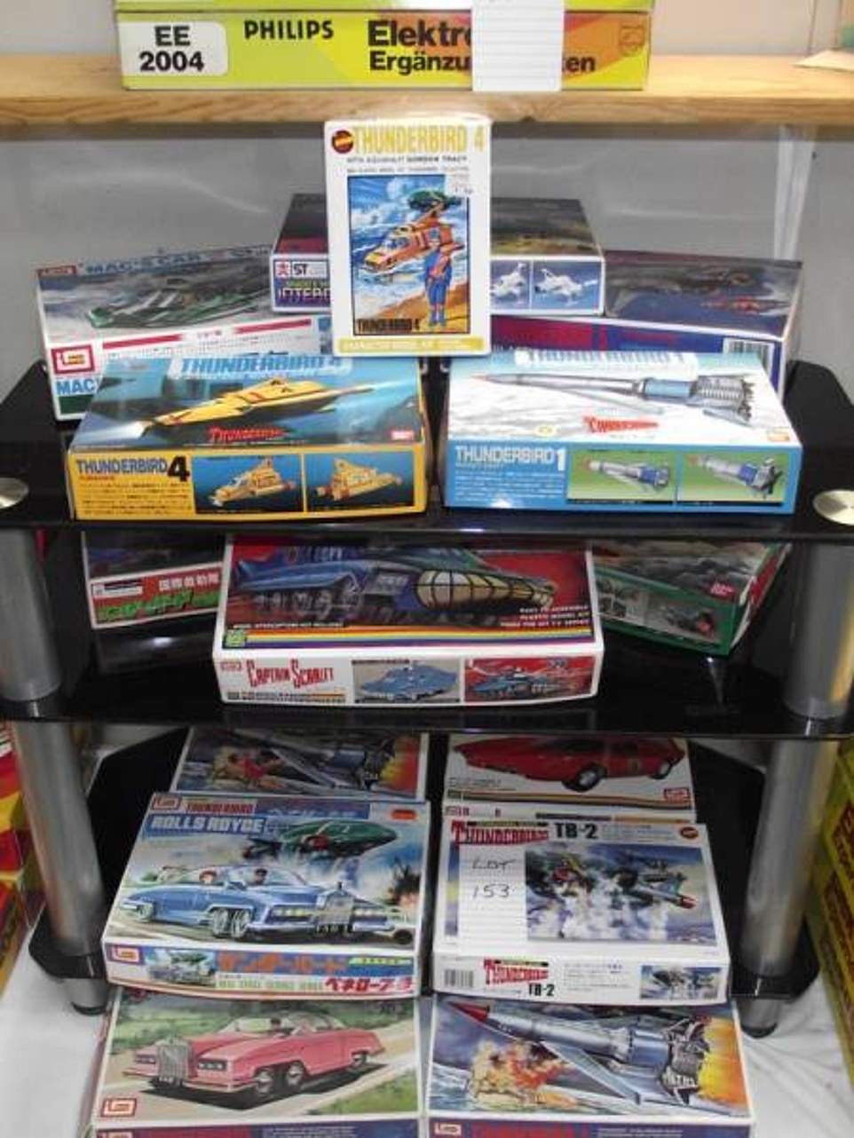 15 Japanese model kits by Bandai & Imai of Thunderbirds, and Captain Scarlett among others. The opening price will be £35