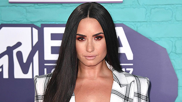 Demi Lovato Realized She Was Queer After Watching Selma & Sarah Michelle Kiss In 'Cruel Intentions'