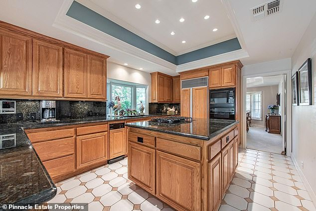 Hungry?The Avengers: Endgame action star's modest-sized kitchen has a double-wide island and oak cabinets leading to an adjoining breakfast nook
