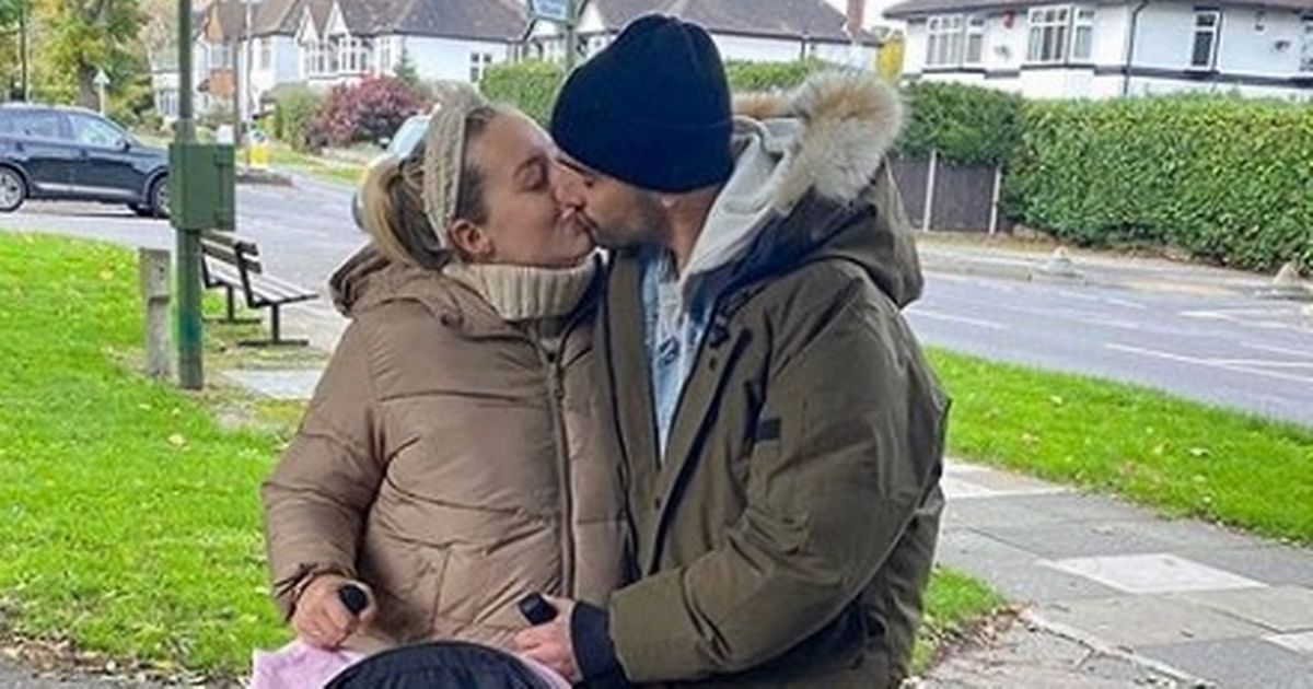 Tom Parker kisses pregnant wife on family day out after brain cancer diagnosis