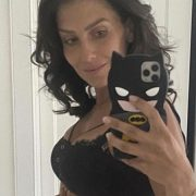 Hilaria Baldwin stuns fans with her tiny waist just 6 weeks after giving birth