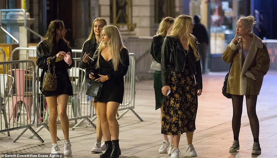 Pubs and bars will close tonight as a result of the Welsh government's 'firebreak' lockdown, so many made sure they were out to enjoy one last night out