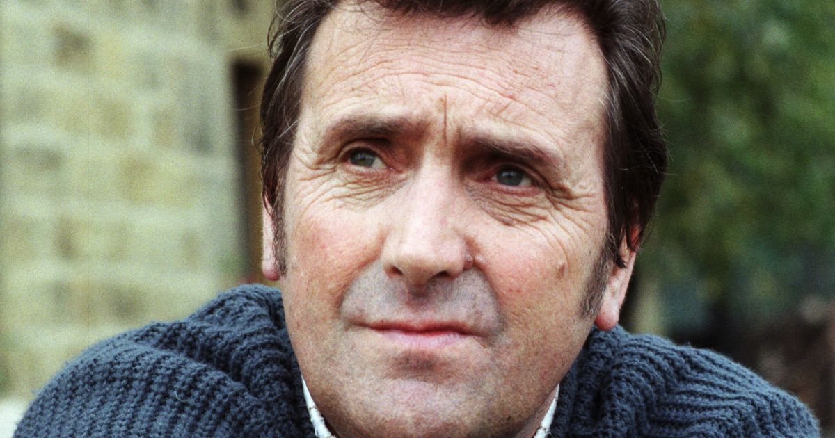 Emmerdale and Corrie's Johnny Leeze dies aged 78 after positive coronavirus test