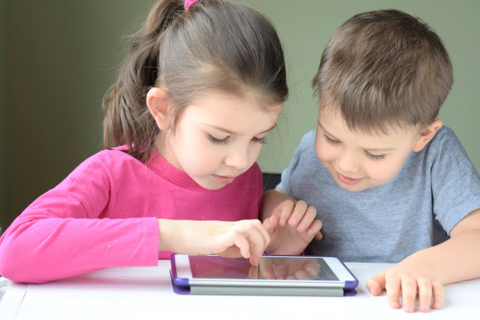 """Digital Natives"": Children with Lower IQs Than Their Parents 