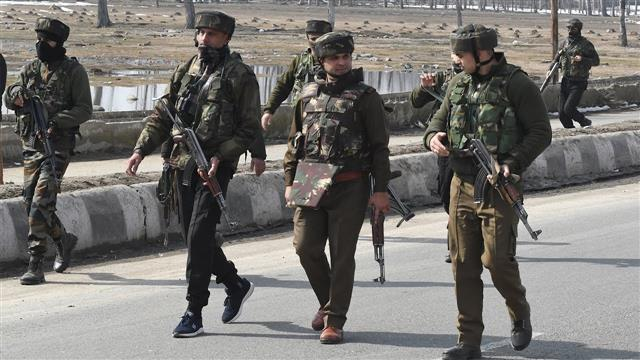 2 CRPF personnel injured as militants attack security forces in Srinagar