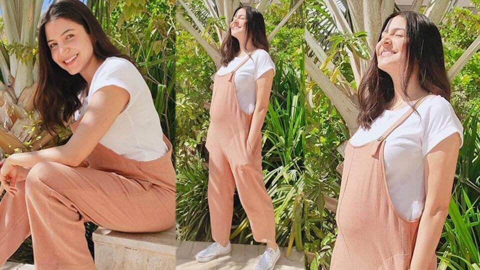 Anushka Sharma is the cutest mommy-to-be as she steps out to get a 'pocketful of sunshine' in UAE. See pic