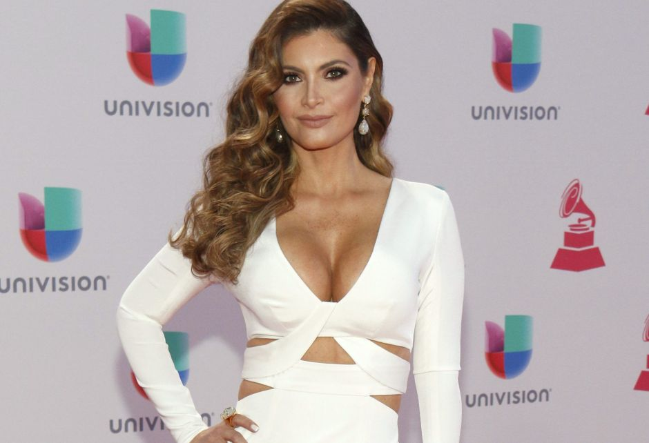 """Chiquinquirá Delgado boasts her voluptuous rear at 48 years old and with an eighties """"look"""" 