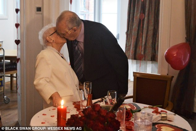 Couple aged 90 unable to cuddle since lockdown in March celebrate 66th wedding anniversary together