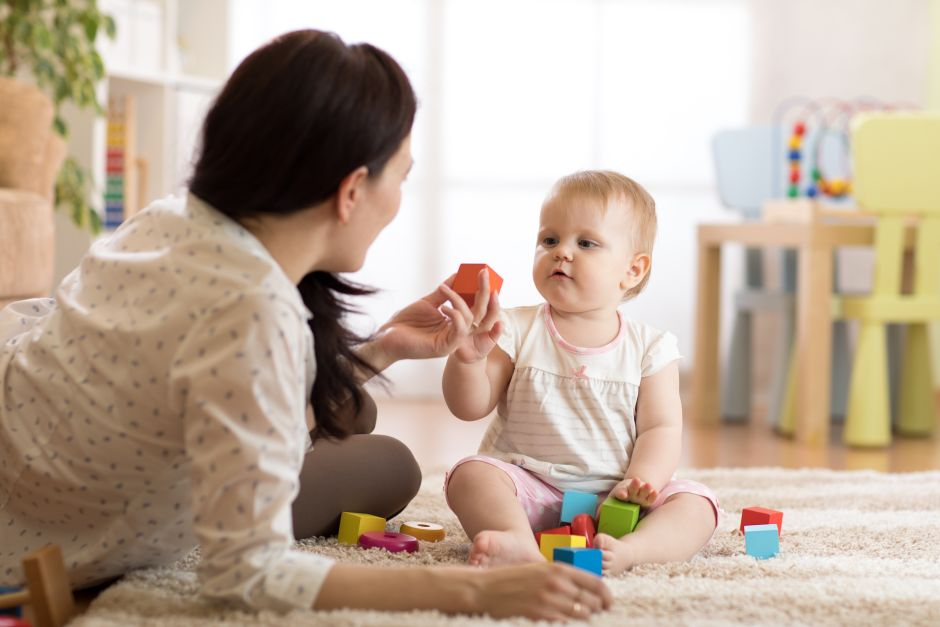 Discover a babysitter mistreating her baby thanks to a hidden camera | The NY Journal