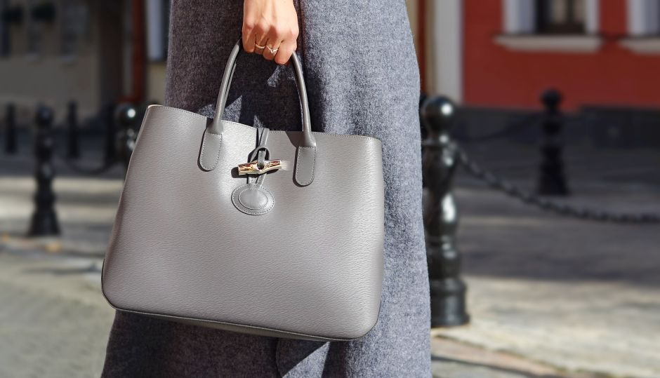 """Elderly woman buys what she thought was the perfect bag online but did not notice the """"small"""" detail of the pattern 