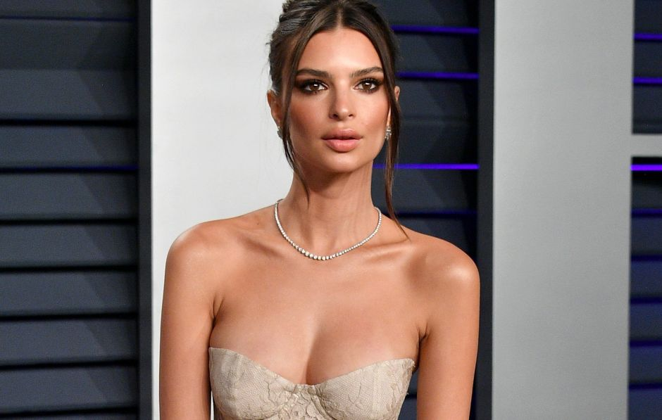 Emily Ratajkowski surprises by announcing pregnancy and shows off her belly posing naked | The NY Journal