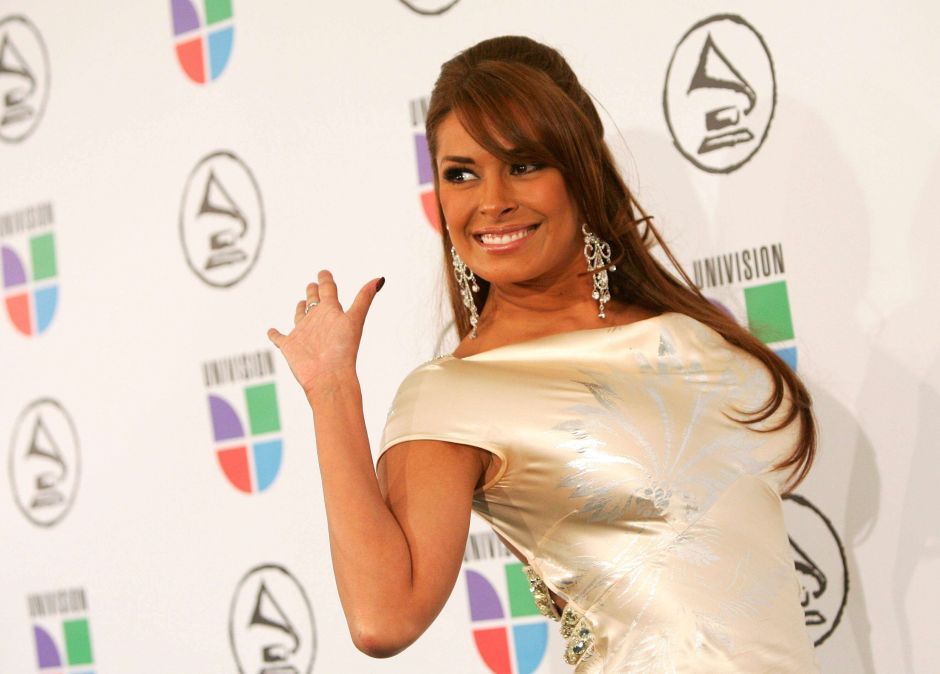 """Galilea Montijo was all the rage in """"Hoy"""" with a tight carmine dress 