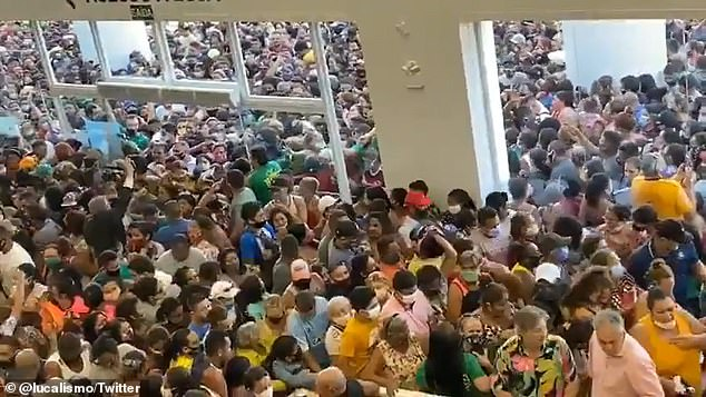 Hundreds of maskless shoppers force Brazil department store to close