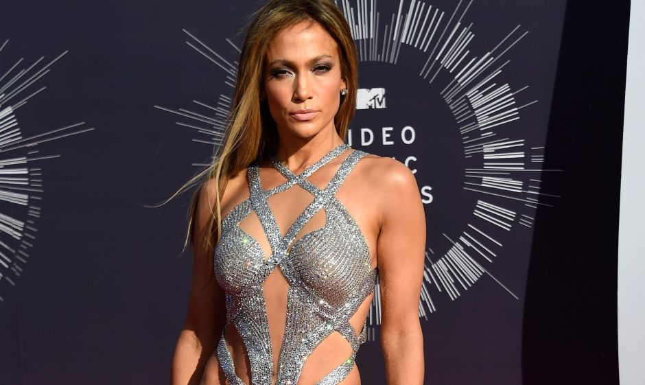 In black sports leggings, Jennifer Lopez shows off her rear and dances by the pool | The opinion