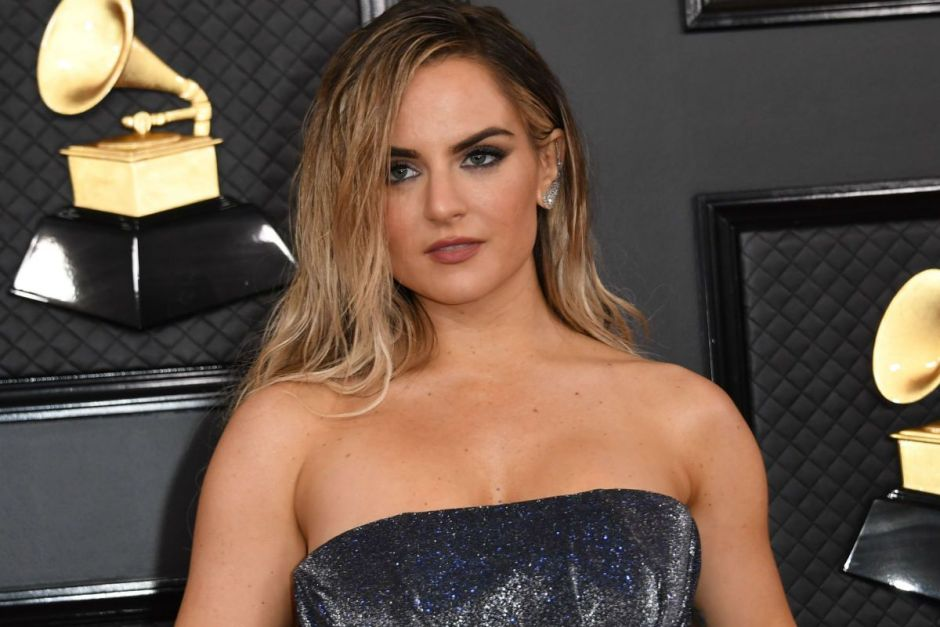 In front of the mirror, Jojo shows off her voluptuous body in red lingerie | The NY Journal
