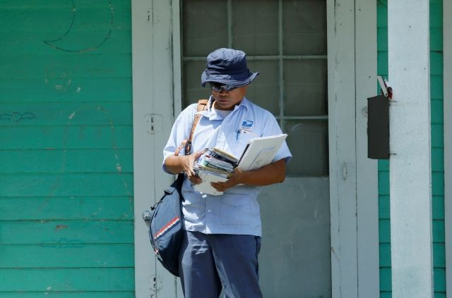 Kentucky Postman Named Hero For Saving Woman During Mail Delivery | The NY Journal