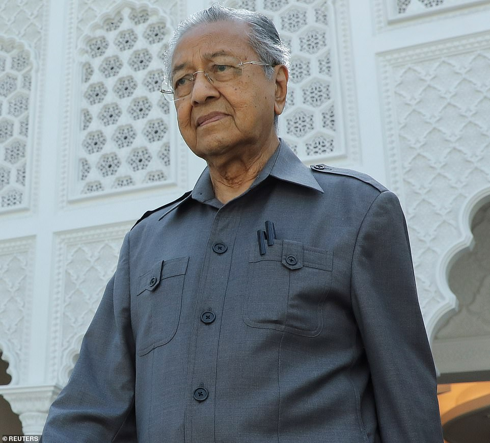Malaysian PM's tweet that said 'Muslims have the right to kill millions of French people' removed