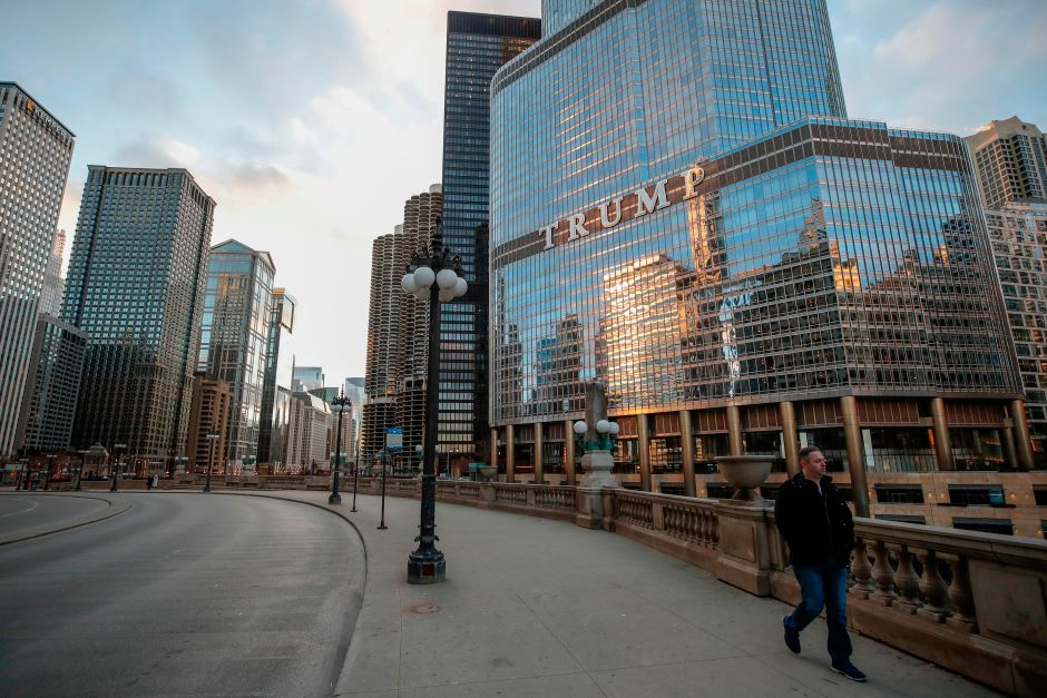 Man hangs himself on Trump Tower in Chicago and demands to speak to the president | The NY Journal