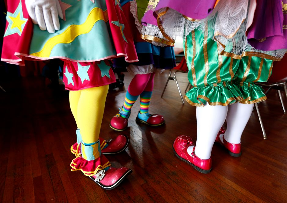Oregon Health Official Disguises herself as a clown to announce deaths from coronavirus | The NY Journal