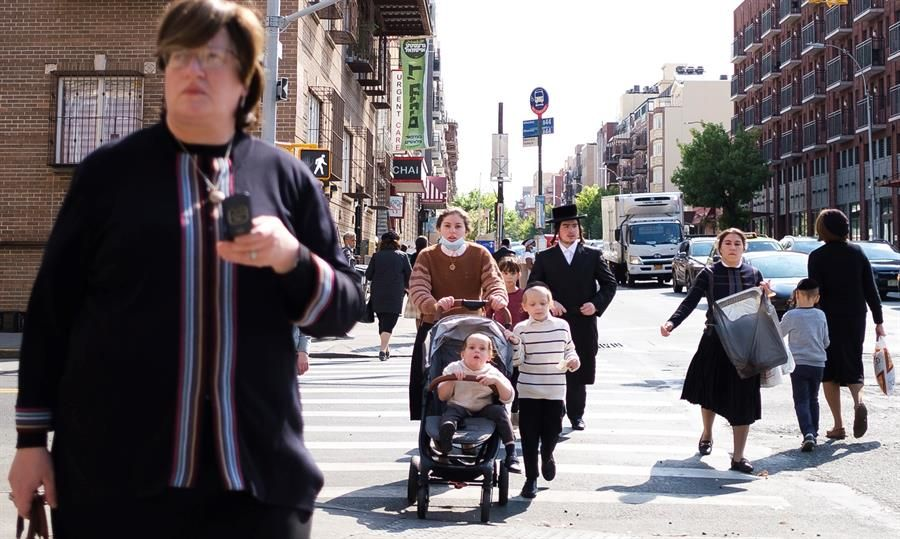 Orthodox Jews Protest in Brooklyn Against Measures to Curb Coronavirus | The NY Journal