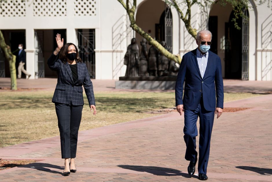 Pence arrived in Arizona the same day as Biden and Harris. Both campaigns seek to conquer a key state | The NY Journal