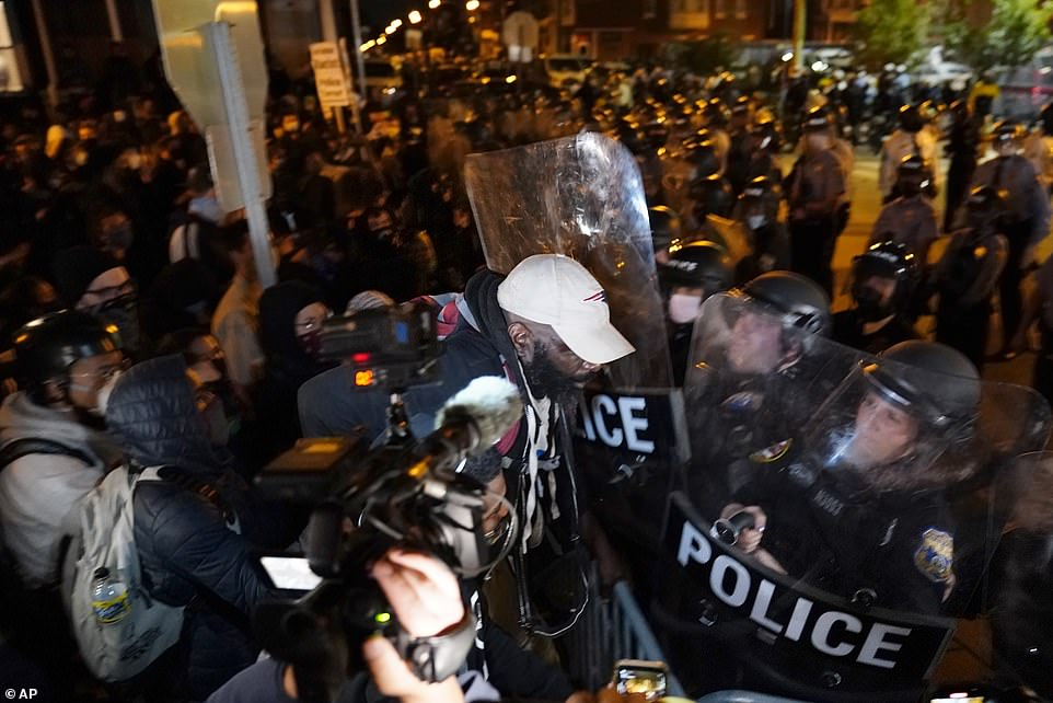 Philadelphia protesters attack DC police station as stores looted