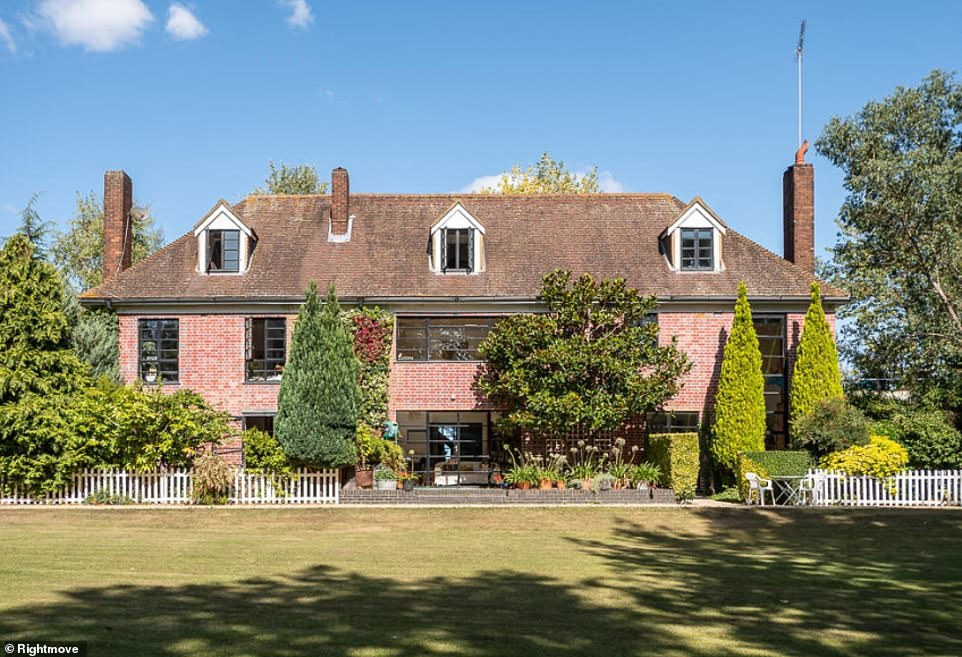 Six-bed Stratford home where iconic 90s Ch4 show The Big Breakfast was filmed hits market for £5.7m