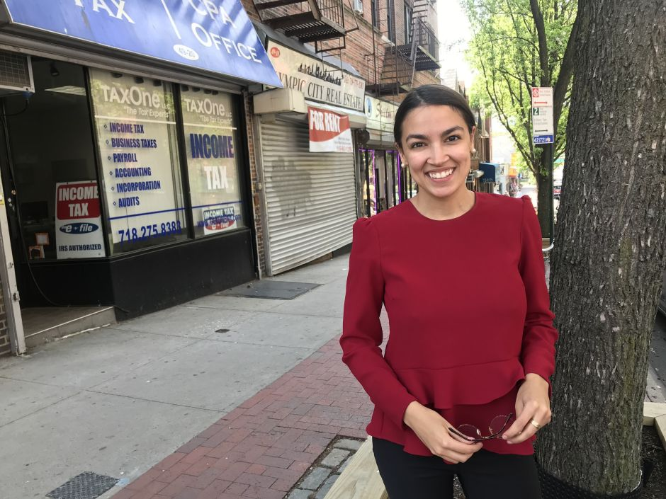 """""""Socialist"""" Ocasio Cortez wears $ 14,000 outfits on the cover of """"Vanity Fair"""" anti Trump 
