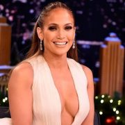 Sophisticated and sensual, Jennifer Lopez paralyzes hearts with daring cleavage | The NY Journal