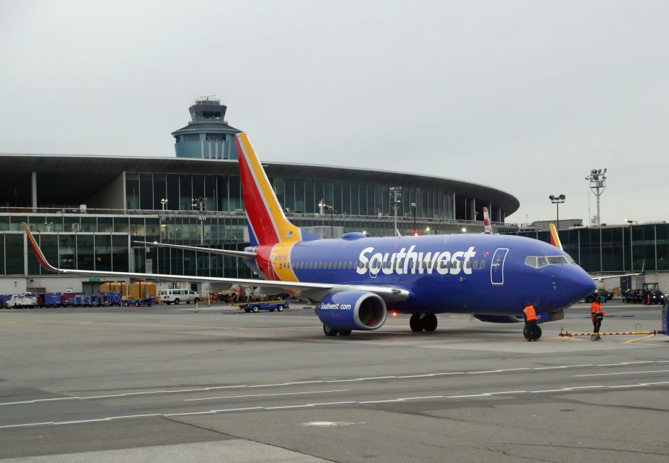 """Southwest Prevents Chicago Woman From Boarding Flight Because Her Top """"Was Too Revealing"""" 