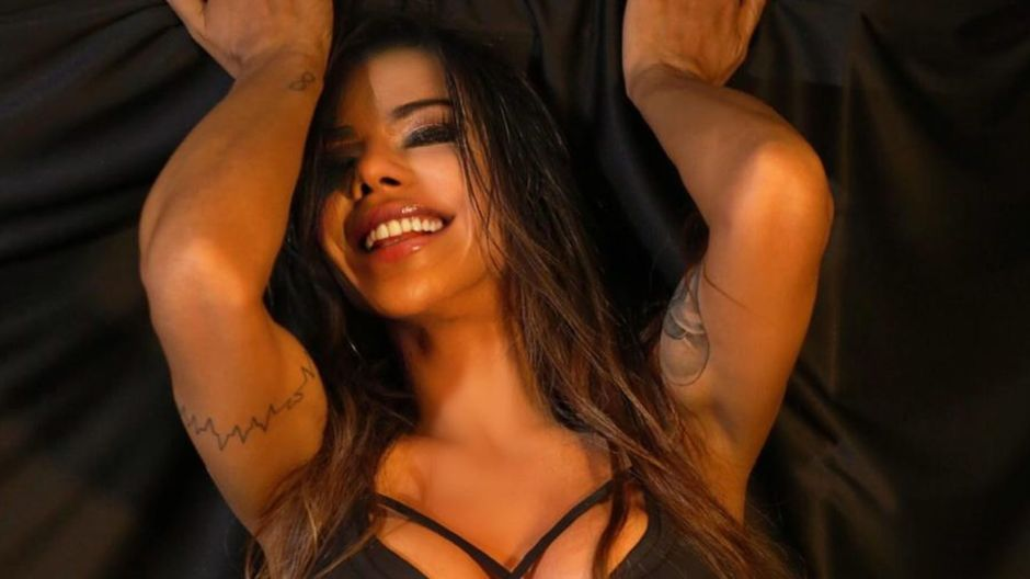 The video of Suzy Cortez showing off her charms in a low-cut top and tight little shorts | The opinion