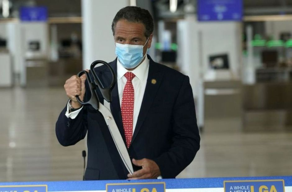 """They do """"funeral"""" of Cuomo's book: relatives of elderly people who died from coronavirus repudiate New York governor 