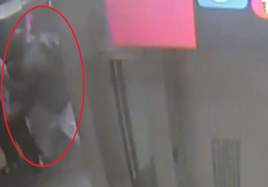 VIDEO: Subject throws Latino onto Subway tracks in Manhattan   The NY Journal