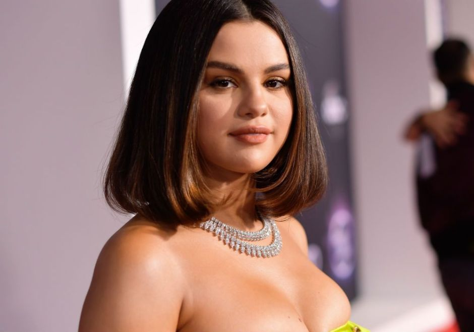 """When We All Vote"": Selena Gomez's clothes to encourage voting 