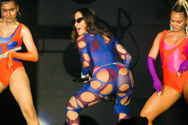 Without a bra and with a semitransparent blouse, the photo of Anitta that showed a lot | The NY Journal
