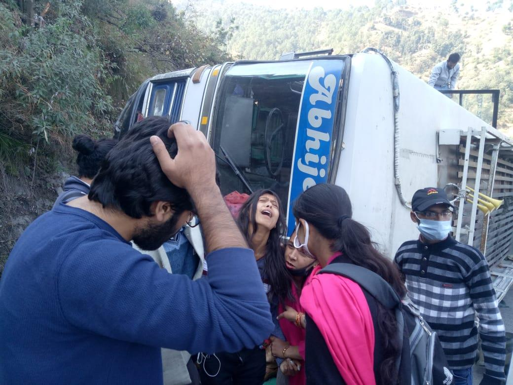 1 dead, 20 injured in road accident near Salogra on Chandigarh-Shimla highway