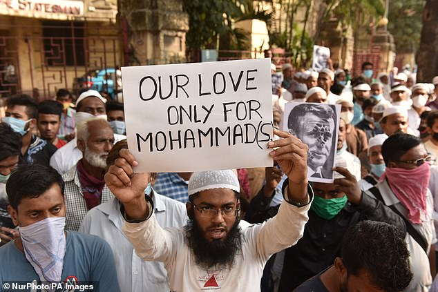 Muslims protest against the comments made by Macron regarding caricatures of Prophet Muhammad in Kolkata