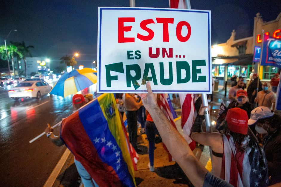 """Latinos in favor of Trump take to the streets of Miami to denounce """"fraud"""" 